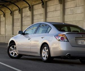 NISSAN Altima photo 9