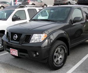 NISSAN Frontier photo 2