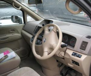 NISSAN Serena photo 4
