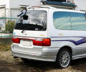 NISSAN Serena photo 13