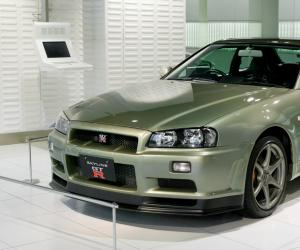 NISSAN Skyline photo 2