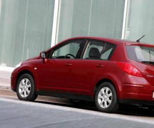 NISSAN Tiida 1.8 photo 2