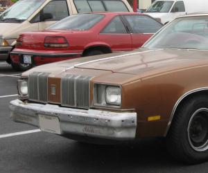 Oldsmobile Omega photo 1