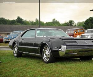 Oldsmobile Toronado photo 13
