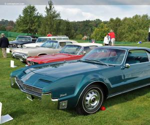 Oldsmobile Toronado photo 16