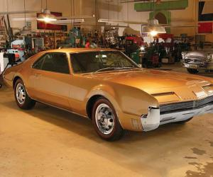 Oldsmobile Toronado photo 18