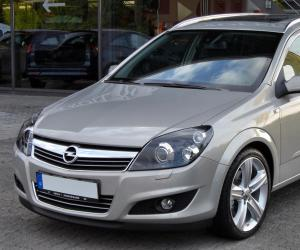 Opel Astra 1.9 CDTI photo 1