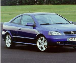 Opel Astra Coupé Turbo photo 8