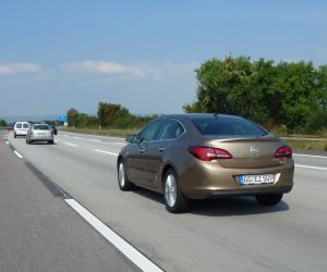 Opel Astra Limousine photo 6