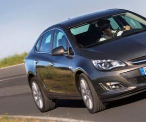 Opel Astra Limousine photo 11