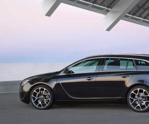 Opel Insignia Sports Tourer photo 2