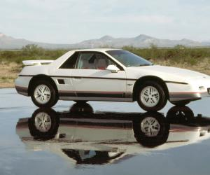 Pontiac Fiero photo 1