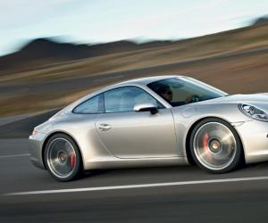 Porsche 911 Carrera S photo 2