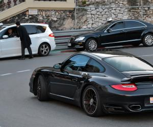 Porsche 911 Turbo photo 2