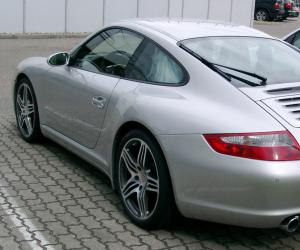 Porsche Carrera 4 photo 2