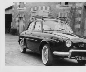 Renault Dauphine photo 8