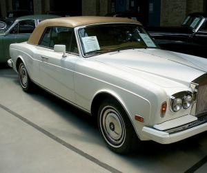 Rolls-Royce Corniche photo 1