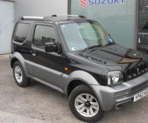 Suzuki Jimny Black & White photo 16