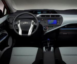 Toyota Aqua Hybrid photo 2