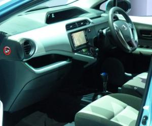Toyota Aqua Hybrid photo 5