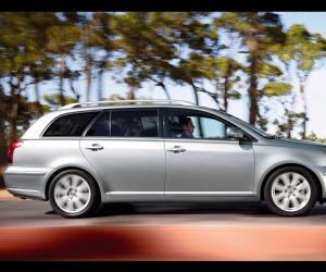 Toyota Avensis Travel photo 1