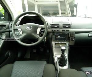 Toyota Avensis Travel photo 4