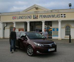 Toyota Avensis Travel photo 10