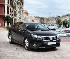 Toyota Avensis Travel photo 12