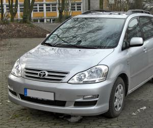 Toyota Avensis Verso photo 1