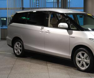 Toyota Estima Hybrid photo 1