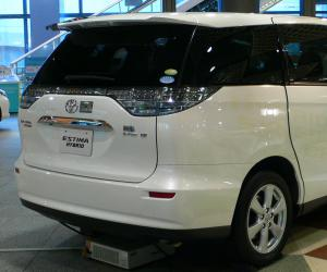 Toyota Estima Hybrid photo 2