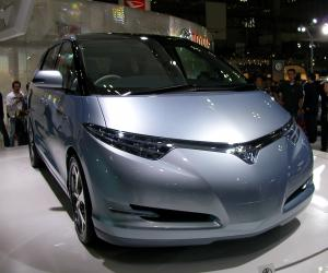 Toyota Estima Hybrid photo 9