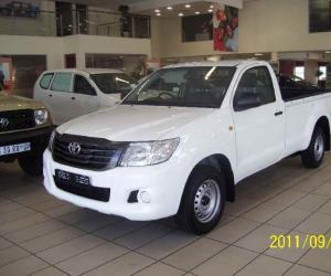 Toyota Hilux 2.5 D-4D photo 13
