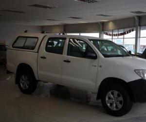 Toyota Hilux Double Cab 2.5 D-4D 4x4 photo 8