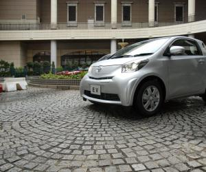 Toyota iQ EV photo 10