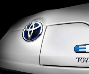 Toyota iQ EV photo 14