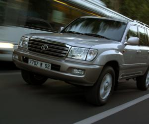 Toyota Land Cruiser 100 photo 9