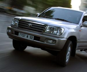 Toyota Land Cruiser 100 photo 12