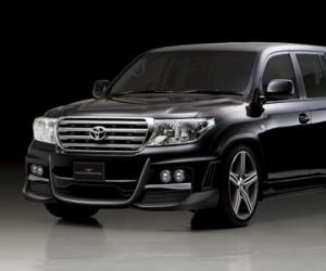 Toyota Land Cruiser 300 photo 1