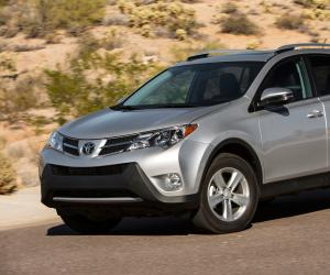 Toyota RAV4 photo 2