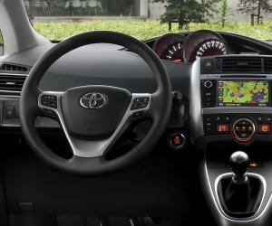 Toyota Verso photo 3