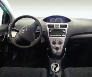 Toyota Yaris photo 3