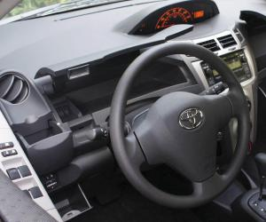 Toyota Yaris photo 13