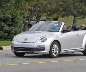 VW Beetle Cabrio photo 2