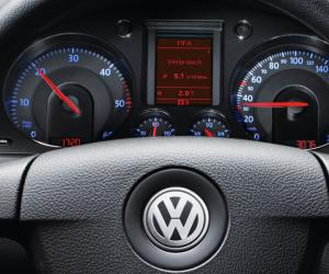 VW Passat BlueMotion photo 13