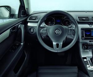 VW Passat BlueMotion photo 15