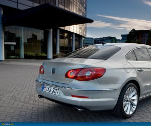 VW Passat CC photo 14