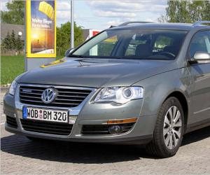 VW Passat Variant BlueMotion photo 2