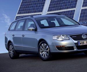 VW Passat Variant BlueMotion photo 9