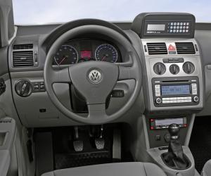 VW Touran EcoFuel photo 2